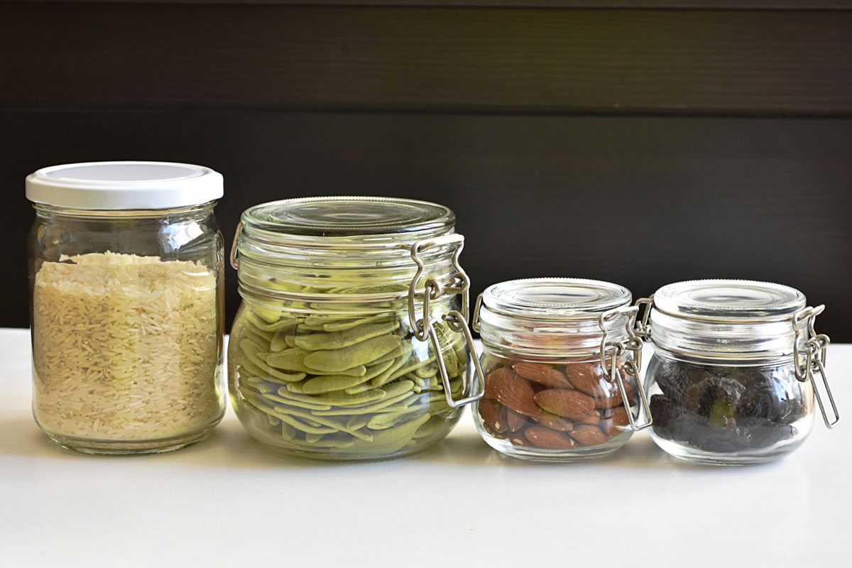 Four Benefits of Using Reusable Containers in Your Home